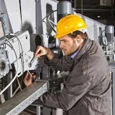 Mecánicos expertos en mantenimiento industrial